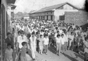 1982. Entierro multitudinario de