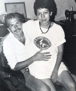 Alejandra Sánchez y Helmut Ehlers, los papás de Alejandra, una huérfana de la guerra.