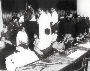El comandante Cero negocia por teléfono medio millón de dólares y la liberación de los presos sandinistas.