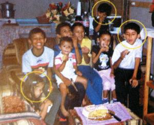 Tiempos felices que no volverán. En los círculos amarillos los niños asesinados.