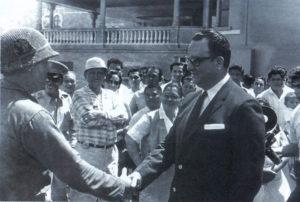 Felipe Hernández, con su cámara reflex y su copete a lo Elvis Presley, en diferentes momentos de su cobertura a Anastasio Somoza Debayle.
