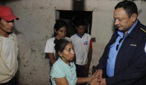 Tras la masacre de El Carrizo, en el proceso electoral de 2011,  Avellán llegó hasta esa comunidad de Madriz y se reunió con doña Irinea Mejía, a quien elementos del FSLN y policías le mataron a su esposo y dos hijos. LA PRENSA/ ARCHIVO