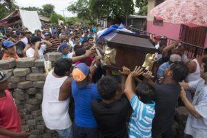 Sepelio de Manuel López,  una de las 36 personas asesinadas en Masaya por la policía orteguista, el 22  de junio de 2018. LA PRENSA/ ARCHIVO/ MANUEL ESQUIVEL
