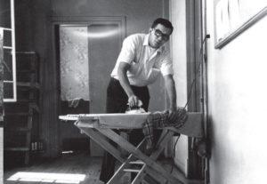 En sus años de estudiante universitario, Edmundo Jarquín tuvo que lavar y planchar su propia ropa.