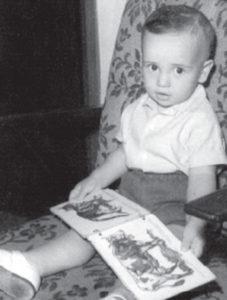 A los 3 años, Enrique Rimbaud miraba revistas de animalitos de colores.