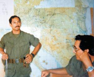 En la resistencia dando exposición en el año 1987. Bermúdez está la par.