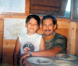 1984. Con su segundo hijo Rodolfo Ernesto.
