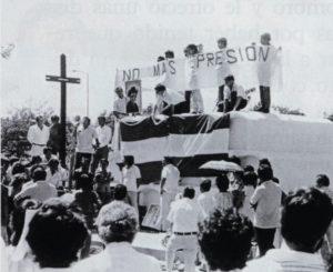 Una multitud de nicaragüenses acompañó a Salazar a su última morada.