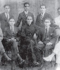 Pallais con algunos de sus pupilos del Instituto Nacional de Occidente.