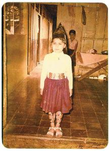 A los cinco años Cristyana vestida de pastorcita.