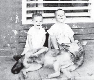 Hernaldo y Armando Zúñiga en Masaya con Corso.