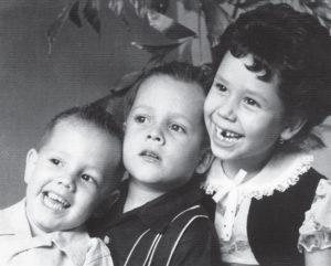 Armando, Hernaldo y la hermana mayor Marcela.