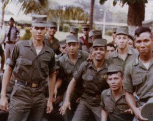Luis Moreno, cuarto de izquierda a derecha, casi agachado, entró a los 15 años a la Academia Militar como una forma de