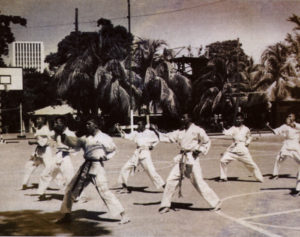 Moreno en primer plano, durante sus clases de karate en la Academia Militar. 1978.