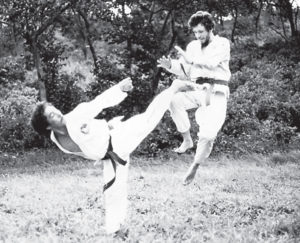 Acrobacias en el aire. Carlos Cuadra y Salvador Cabrera en plenos entrenamientos.