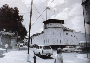 La prisión de El Hormiguero, destruida por el terremoto de 1972, estaba sobre la antigua Avenida Roosevelt, frente a la Academia Militar, bajando la Loma.