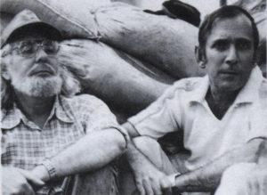 Ernesto Cardenal y Tito Castillo en el campamento García Laviana en Peñas Blancas, Costa Rica.