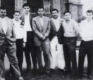 Alejandro Serrano Caldera y Sergio Ramírez (al centro) visitan a los nicaragüenses de la escuela de formación política social demócrata, en San Isidro de Coronado, 1961.