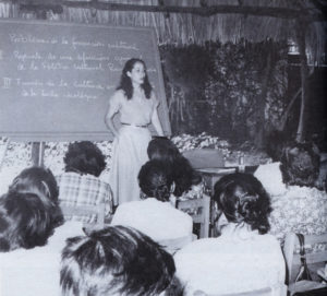 Luego de colaborar en las transmisiones clandestinas de Radio Sandino, la peta Daisy Zamora se integró al gobierno de Frente Sandinista como viceministra de Cultura, junto a ernesto Cardenal.