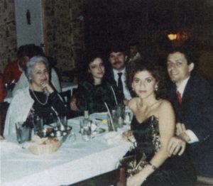 Con su esposo, el costarricense Hernán Durán y familiares políticos.
