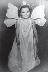 Cuando era una niña de dos años en 1953, como angelito.