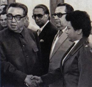 Con el presidente de Corea, Kim II Sung, en abril de 1983.