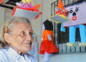 A doña Celina Hernández le parece bien que su hijo vuelva al cuadrilátero.