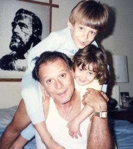 Junto a su papá Rodolfo y su hermano del mismo nombre.