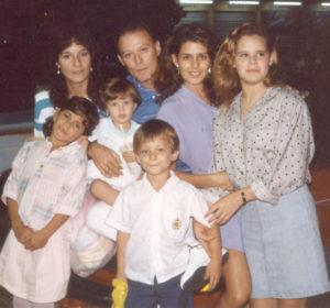 Una se las cosas más importantes para Adriana es su familia. Sus padres y hermanos.