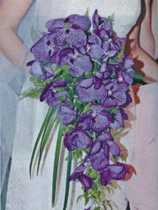 Según Patricia Jarquín, la flor favorita de las novias es la orquídea. Todas han incluido en mayor o menor medida esta exótica flor, cuyo arreglo puede valer de 100 dólares a más cada uno.