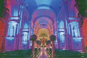 Amarome Solutions considera que el secreto está en la iluminación capaz de transformar un espacio en diferentes momentos del evento y explotar el lado mágico de los lugares. La Catedral de León ha sido iluminada en dos ocasiones por ellos.