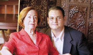 Doña Graciela Zelaya, nieta del general Zelaya, y su sobrino José Santos Zelaya Mendieta