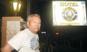 El celador de Pato Loco, don Pablo Silva, pensionado del Minsa.