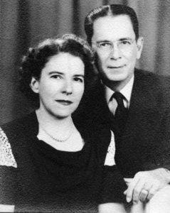 Don Enrique Chamorro y doña María Engracia Carazo de Chamorro, padres de la hermana Grace, tomaron la iniciativa de fundar el primer colegio Teresiano en Nicaragua.