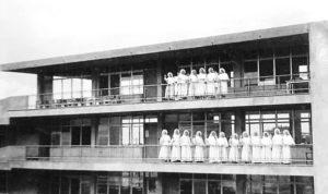 La primera promoción de bachilleras teresianas salió en 1959.