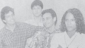 Con los miembros de Clave 90, entre ellos el cantautor Richard Loza.