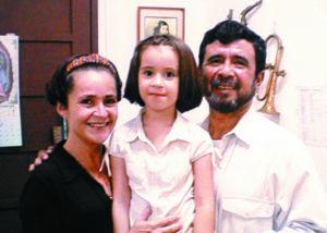 Con su hija Luisa Margarita, de nueve años, y la madre de ella, Luvy Rappaccioli.