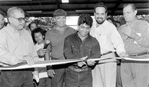 1991  Ya Orlando Vásquez era una celebridad deportiva y los empresarios y el Gobierno lo invitaba a inaugurar negocios y edificios.